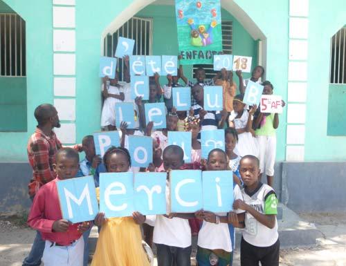 Remerciements des enfants du bidonville de Cité Soleil en Haïti pour le club d'été organisé à l'école St Alphonse