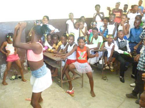 Club d'été organisé à l'école St Alphonse pour les enfants du bidonville de Cité Soleil en Haïti