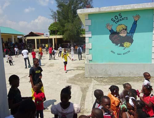 Cour de récréation de l'école St Alphonse de Cité Soleil en Haïti