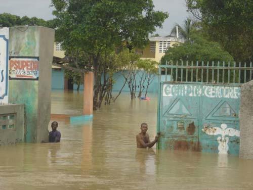 L'école St Alphonse de Fourgy en Haïti inondée après le cyclone Sandy