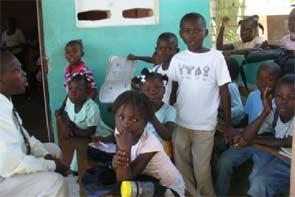 Rentrée scolaire sous bâche, école St Alphonse de Fourgy en Haïti