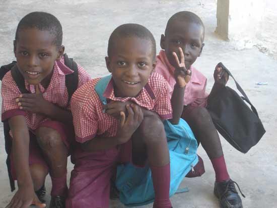 Enfants élèves à l'école St Alphonse de Cité Soleil à Haïti