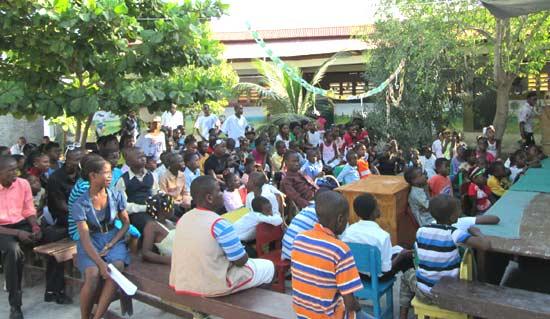 Fête de Noël à l'école St Alphonse de Cité Soleil en Haïti