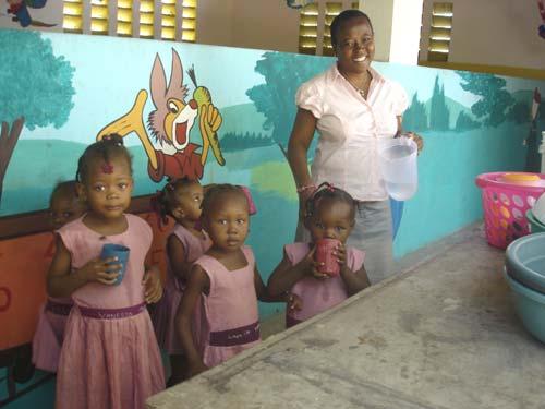 Après le cyclone Matthew, plus que jamais, l'école St Alphonse est un havre de paix pour les enfants du bidonville de Cité Soleil en Haïti