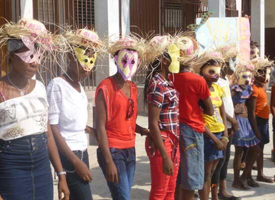 les masques des enfants déguisés pour le Carnaval de l'école St Alphonse en Haïti
