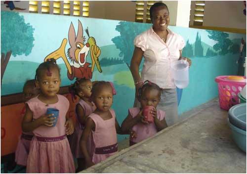 Classe maternelle de l'école de l'école St Alphonse à Cité Soleil en Haïti