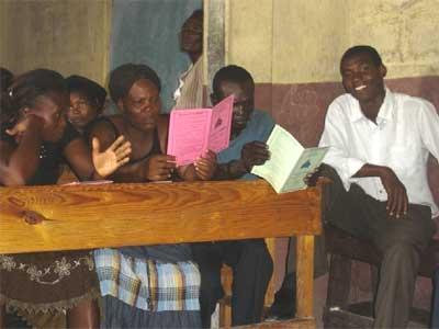 Réunion de parents à l'école de Cité Soleil