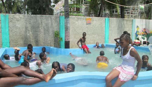 Une piscine pour les enfants de notre école d'Haïti qui ne savent pas nager