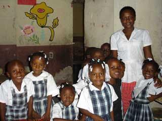 Classe préscolaire de l'école St Alphonse, bidonville de Cité Soleil, Haïti