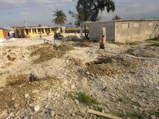 Ecole St Alphonse, Cité Soleil, Haïti - Bâtiments subsistant après le séisme