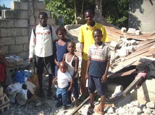 Famille de Cité Soleil victime du séisme du 12 janvier 2010 en Haïti