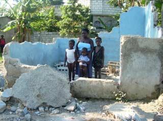 Maison détruite à Port-au Prince lors du séisme du 12 janvier 2010 en Haïti