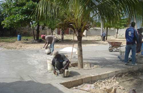 Travaux de réhabilitation et d'aménagement de la cour ravagée par le cyclone Sandy, école St Alphonse de Fourgy, Haïti