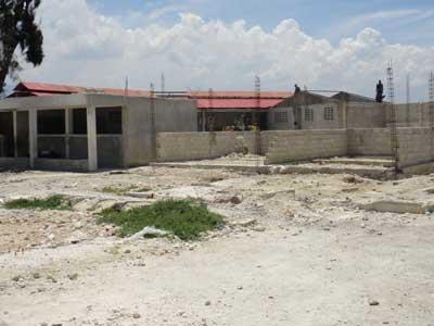 Travaux de rconstruction du bâtiment du Secondaire  à l'école de Cité Soleil