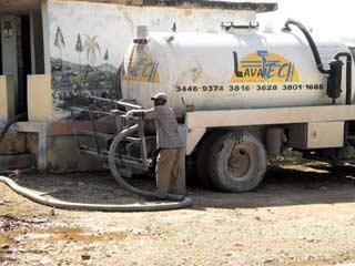 Vidange et curage des latrines pour lutter contre le choléra en Haïti