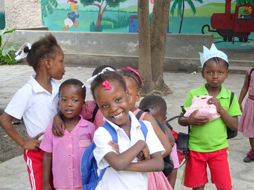 Fête de NoËl à l'école St Alphonse, bidonville de Cité Soleil en Haïti