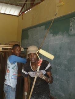 Travaux de peinture pour la rénovation des classes de l'école St Alphonse en Haïti