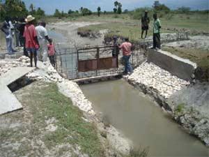 Construction du deuxième barrage, méthode traditionnelle