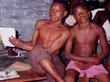 Alphab�tisation des enfants de la rue au centre Ndako Ya Biso � Kinshasa