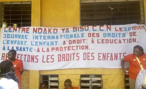 Banderole des enfants des rues du Centre Ndako Ya Biso pour la célébration de la Journée Internationale des Droits de l'Enfant
