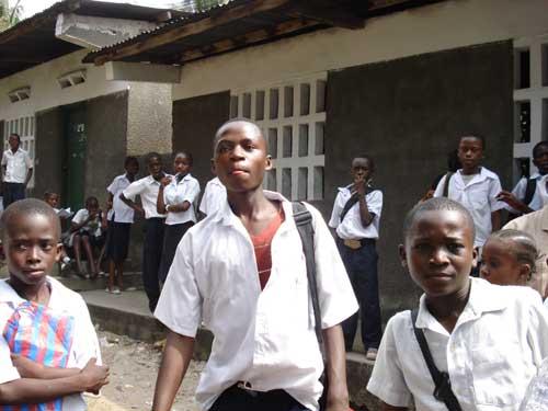 Des enfants des rues qui ont réussi leur baccalauréat à Kinshasa