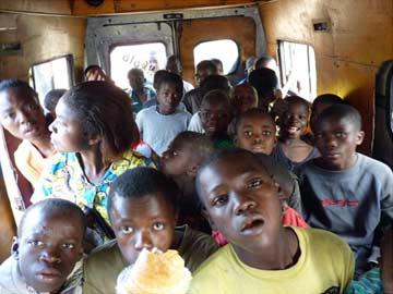 Sortie en bus pour les enfants des rues