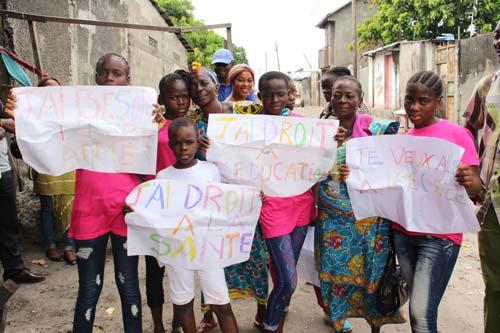 Les enfants des rues du Centre Ndako Ya Biso revendiquent les droits des enfants à Kinshasa