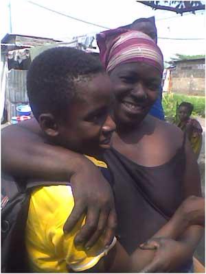 Enfant des rues réunifié avec sa mère