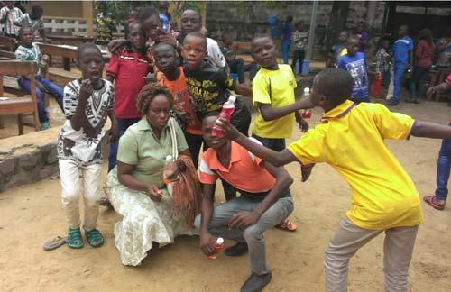 Fête de Noël pour les enfants des rues à Kinshasa