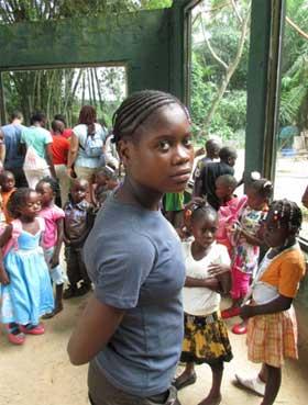 Fille de la rue de Kinshasa accueillie au Centre Ndako Ya Biso et réunifiée en famille