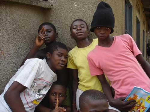 Des enfants des rues du Centre d'Accueil Ndako Ya Biso à Kinshasa