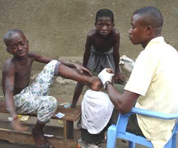 Une infirmerie pour les enfants de la rue au centre Ndako Ya Biso à Kinshasa