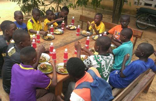 Repas de Noël pour les enfants des rues de Kinshasa