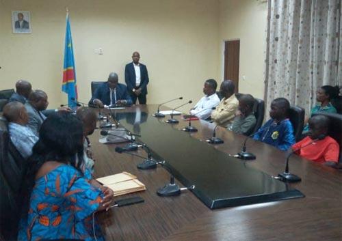 Remise officielle des enfants victimes de trafic d'enfants à leurs parents dans la salle du conseil du gouvernorat de Tshikapa, RD Congo