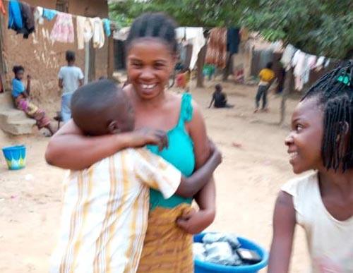 Retour en famille d'un enfant victime de trafic d'enfants à Kinshasa, RD Congo