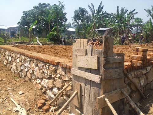 Elévation des fondations de l'école de Visiki en RDC