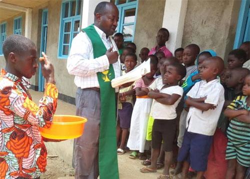 Bénédiction de l'école primaire de Visiki en RD Congo.