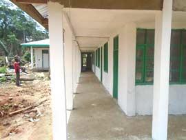 Crépissage et peinture  du centre de santé de Kabweke, village de brousse du Nord Kivu en RD Congo