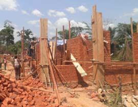 Chantier de construction du centre de santé de Kabweke, Nord Kivu en RD Congo