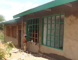 Chantier de construction du centre de santé de Kabweke, village de brousse du Nord Kivu en RD Congo