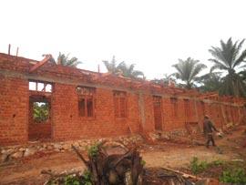 Construction de l'école de Kabweke, village de brousse du Nord Kivu en RD Congo