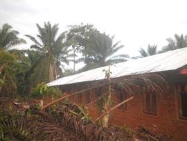 Construction de l'école de Kabweke, Village Orange en brousse au Nord Kivu en RD Congo