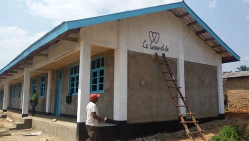 La construction du bâtiment scolaire de Visiki en RDC est à présent terminée