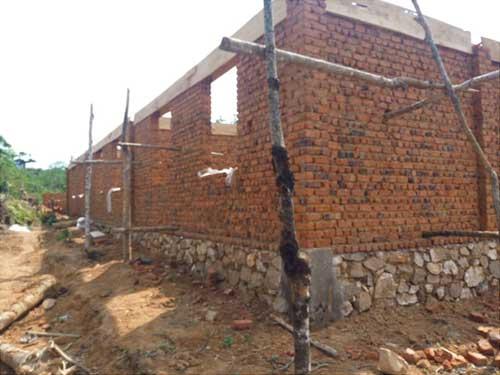 Les murs de l'école de Visiki en RDC arrivent au linteau