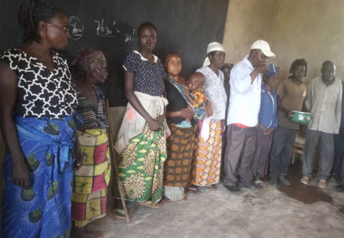 Inauguration de l'école primaire de Visiki en RD Congo par les notables du village.