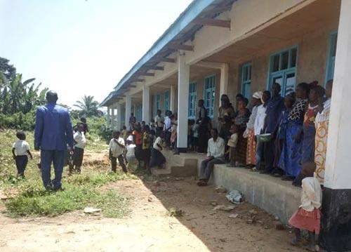 Inscriptions des enfants à l'école de Visiki en RDC.