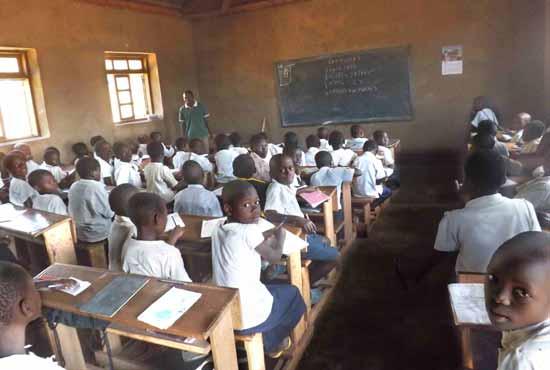 Classe de la nouvelle école primaire Vutegha au Nord Kivu, RD Congo