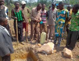 Pose de la première pierre du centre de santé de Kabweke, village de brousse du Nord Kivu en RD Congo