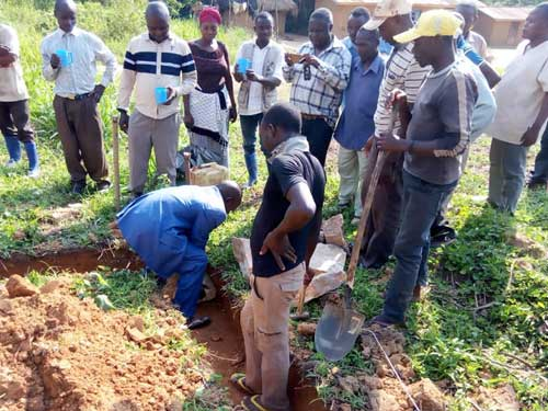 Pose de la première pierre de l'école de Visiki en RDC