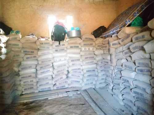 Sacs de ciment pour la construction de l'école de Visiki en RDC